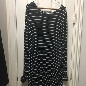 Old Navy Dresses - Old Navy L/S swing dress